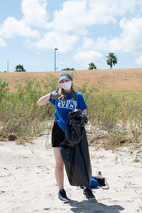 William Whitworth / MARCOM Student Photographer TAMU-CC students volunteer to beautify the campus during the Islander Clean event.