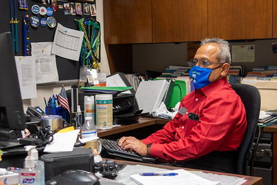 2020_1113 Veterans Celebration Week Wear Red-DX5_4403