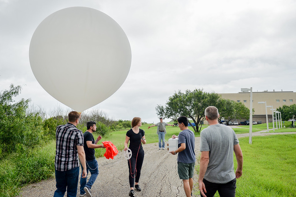 After successfully preparing the weather balloon Gary Morris leads the workshop to the launch site.