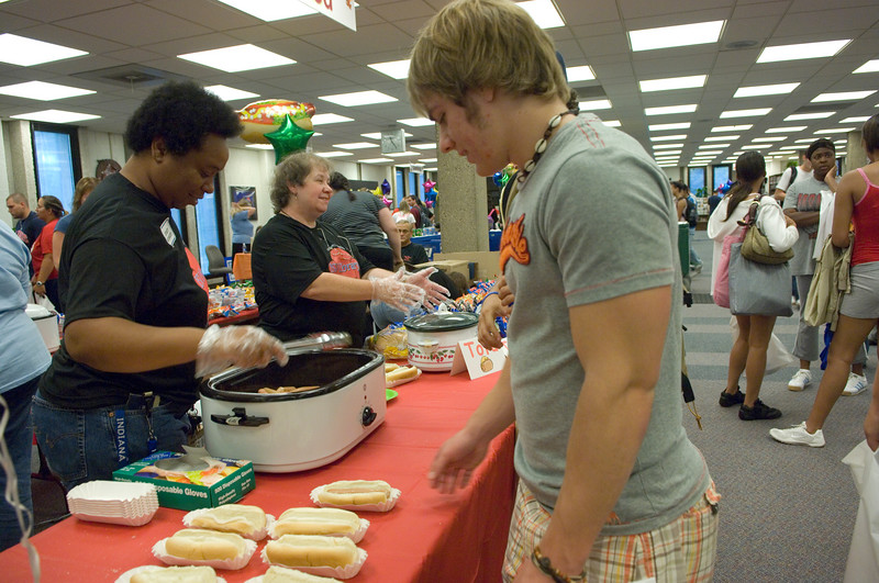 Freshmen Keith Gettelfinger grabs a hot dog from Library Associate Christine Robinson during the Library Extravaganza held on Thursday, September 6.