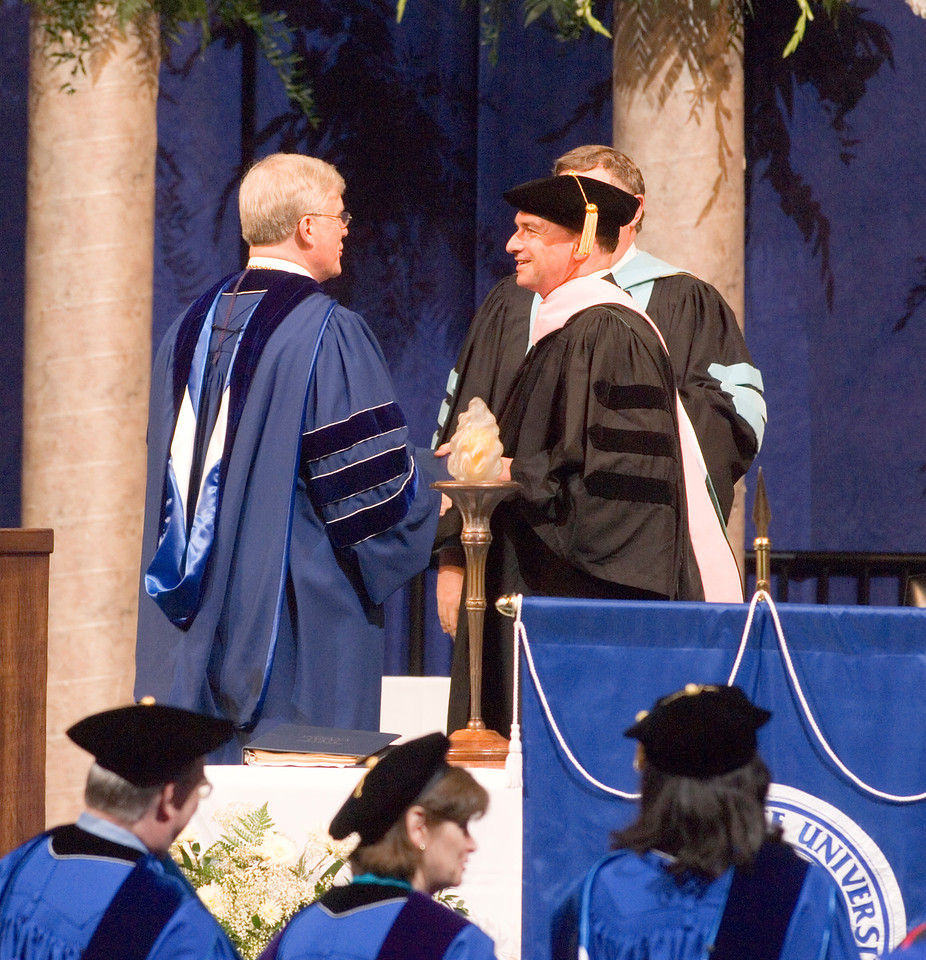 2007_spring_commencement_0639