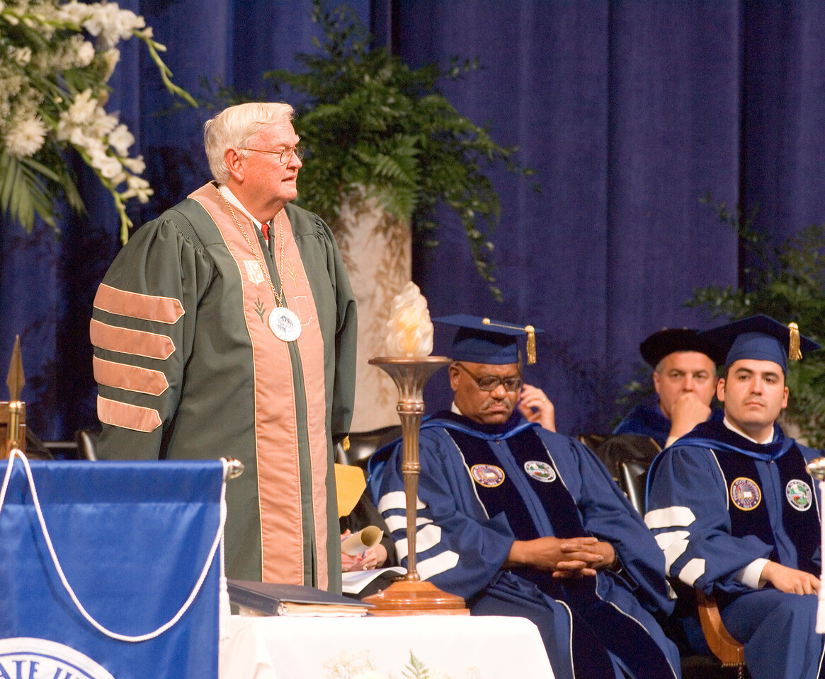 2007_spring_commencement_0616