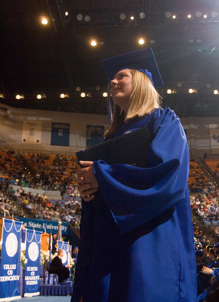 2007_spring_commencement_0718