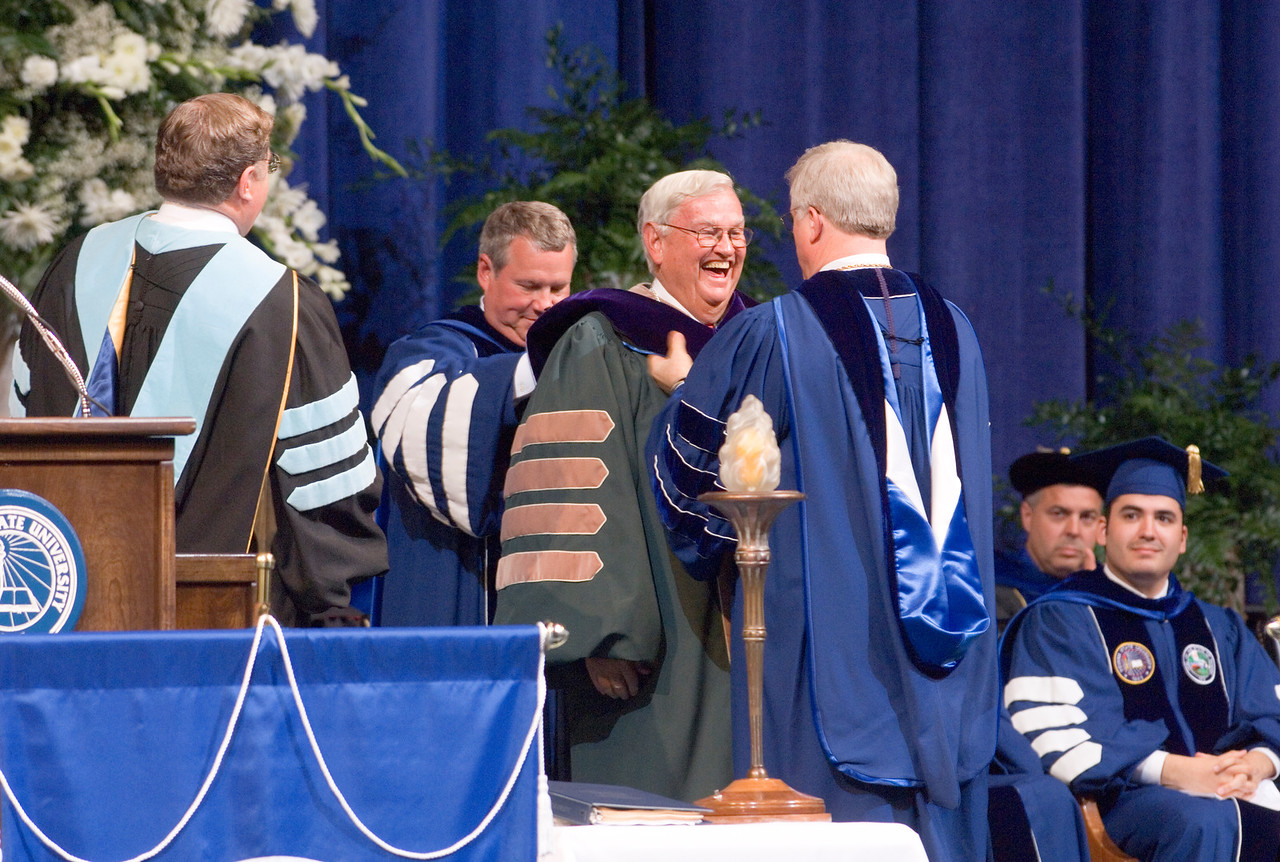 2007_spring_commencement_0623