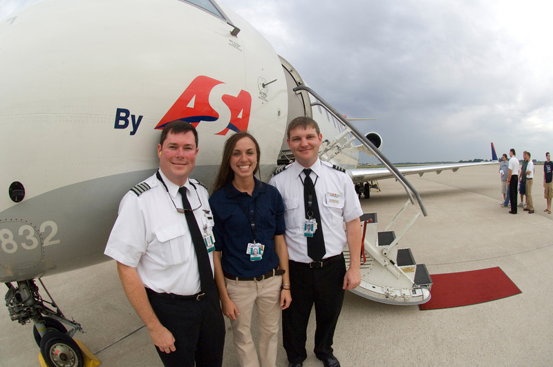 ISU senior Amy Schreel takes a mment to pose with ASA pilots during the airline's campus visit. Schreel is an intern with the company, which is based in Atlanta.