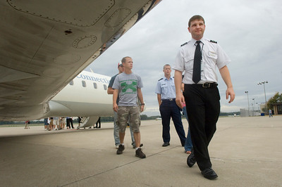 First Officer Grayson Cash gives ISU Aviation students a tour of the outside of a jet during an ASA visit to recruit students for the airline on Tuesday, September 25, 2007.