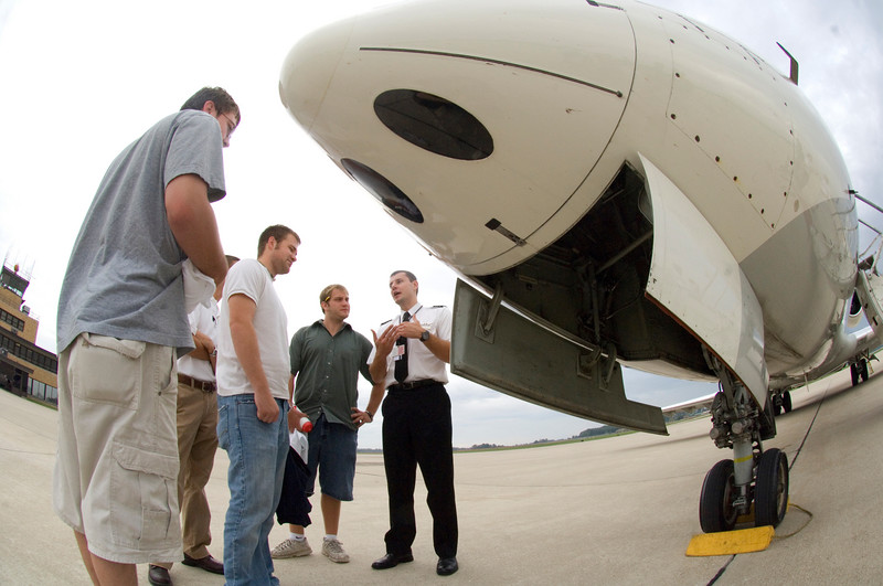 First Officer Greg Gaylor gives ISU Aviation students a tour of the outside of a jet during an ASA visit to recruit students for the airline on Tuesday, September 25, 2007.