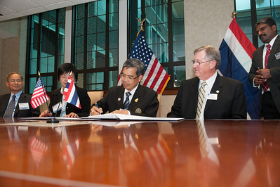Signing of Memorandum of Understanding with Roi Et Rajabhat University at University Hall conference room