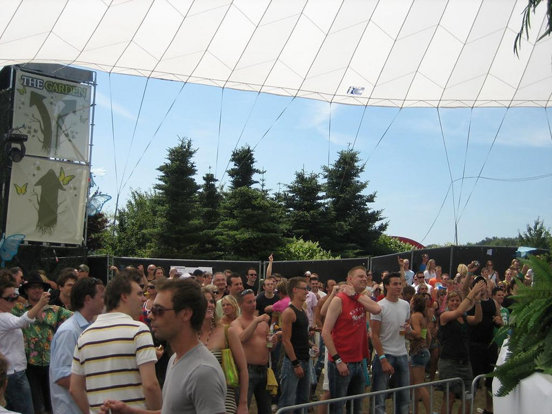 Crowd in the Garden stage