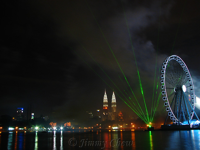 """<font color=""""yellow"""">Laser display preceding the fireworks.</font><br>"""