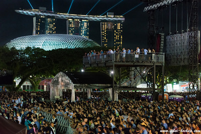 esplanade and MBS overlooking the killers crowd