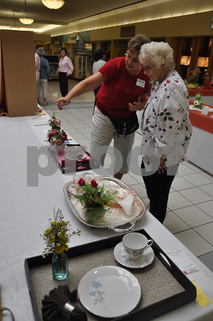 """Jan Krass tells Rose Clark the design elements that went into her first-prize winning """"Tea Time"""" tray design. She grew all of the flowers used in her arrangment."""