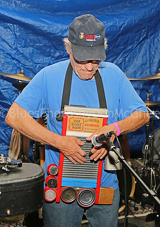 Bean Blossom jam - rub board player