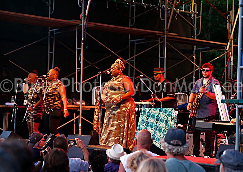 Thornetta Davis and band