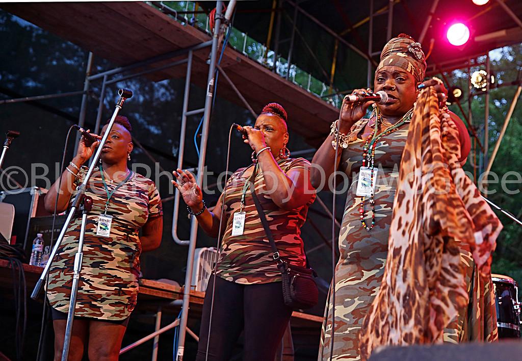 Thornetta Davis and backup singers