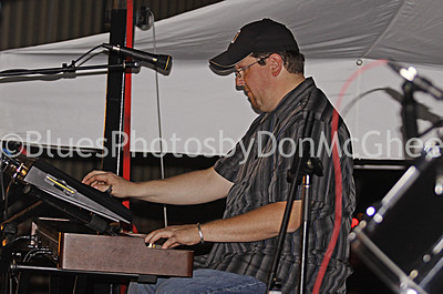 Shawn McDonald w Larry McCray Band