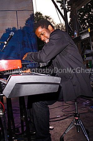 Keyboard player w/Marquise Knox