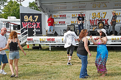 WCSX Blues, Brews & BBQ dancing