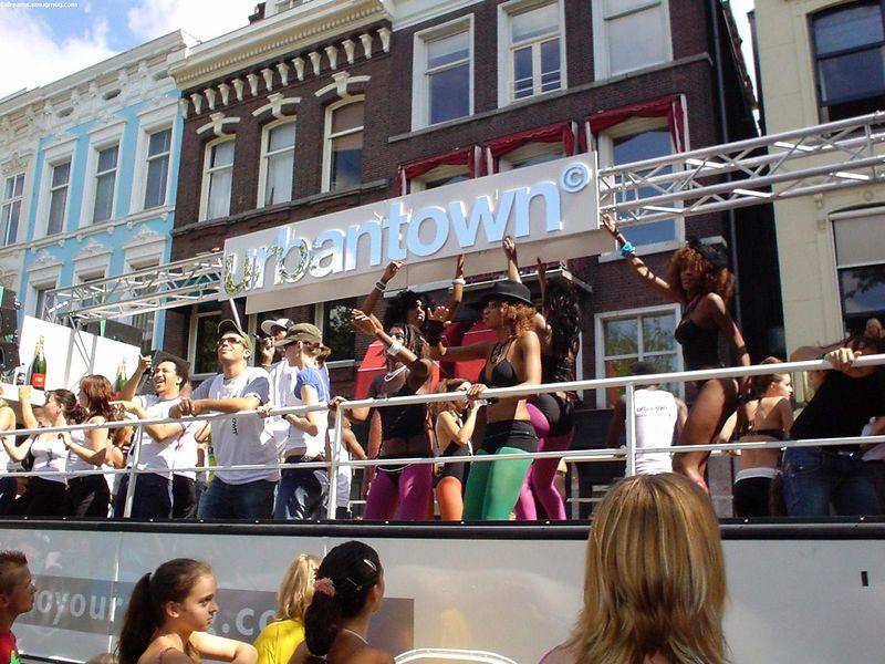 "<a href=""http://www.urbantown.nl/"">Urbantown</a> truck"