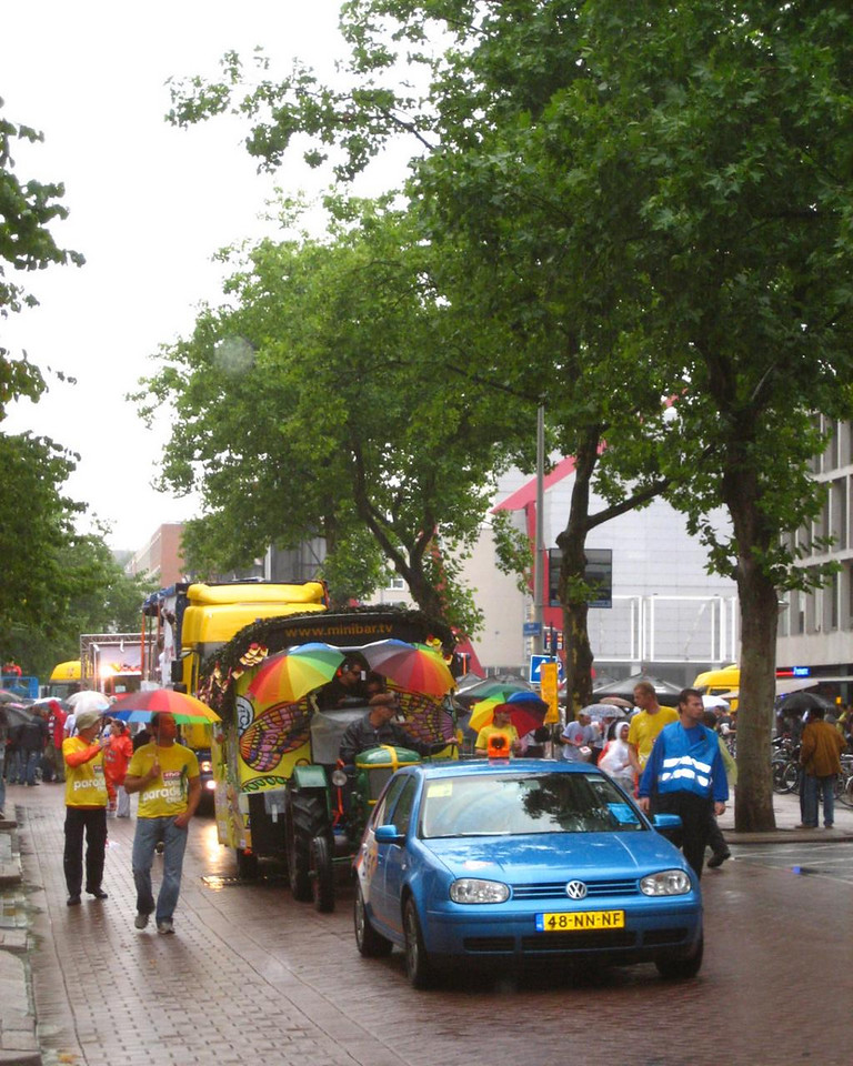 Start of the Dance Parade near the Stadhoudersplein. Because the lack of people, the parade moved a lot faster than usual