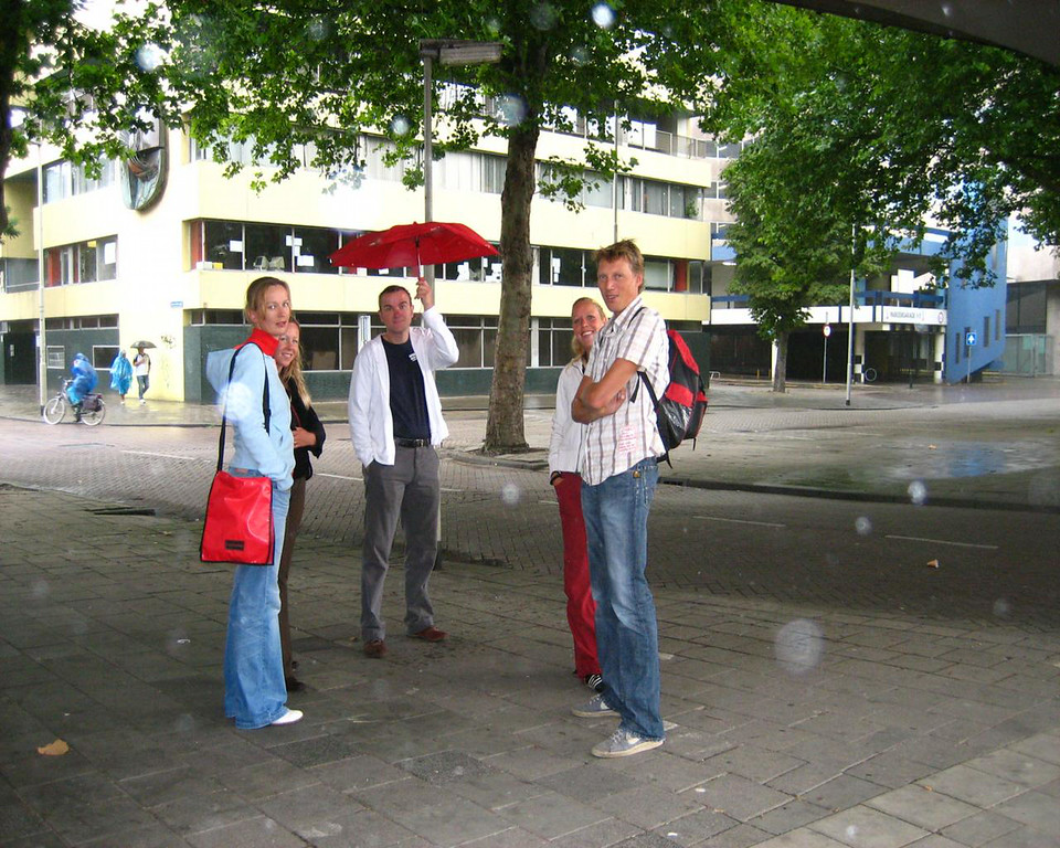 Petra, Renske, Isabel and Arjen under the brudge, hiding from the rain - only 10 minutes after we left home.