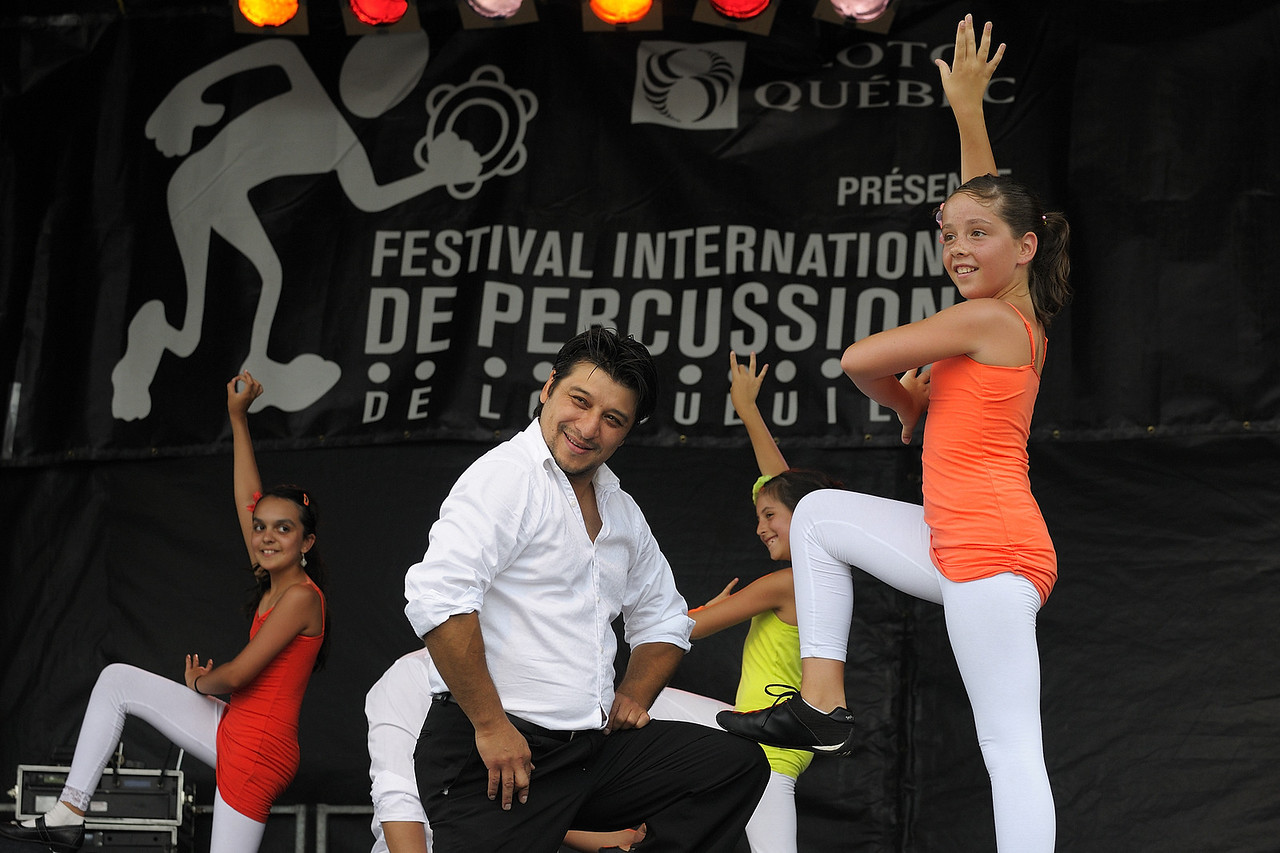 Esteban, Ecole de danse Anacaona ( www.danserivesud.com ), Festival international de percussion de Longueuil ( FIPL ), Longueuil Qc; Esteban et une jeune membre du groupe en action lors du festival/ Esteban and a youg member of the group performing at the festival.