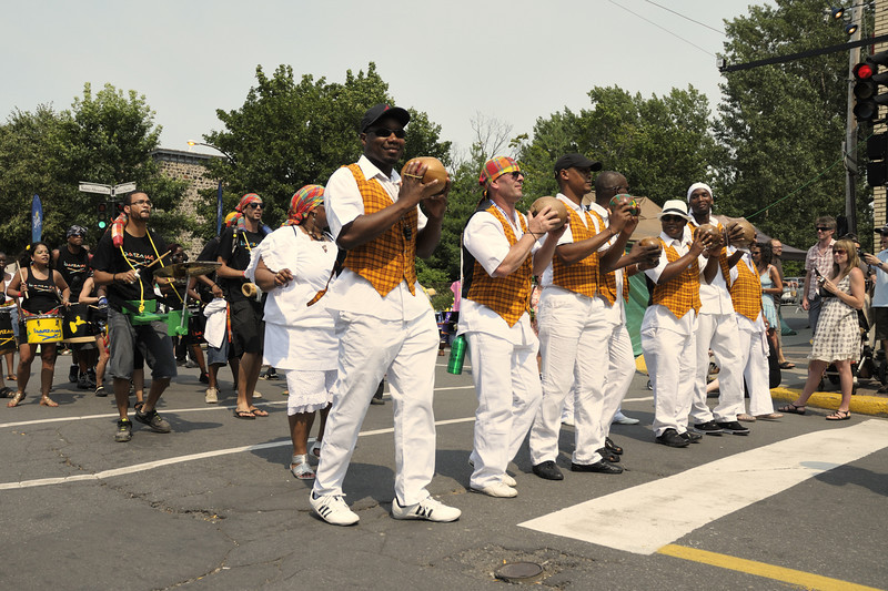 Festival international de percussion de Longueuil ( FIPL ), Longueuil Qc; parade du dimanche/ Sunday parade.