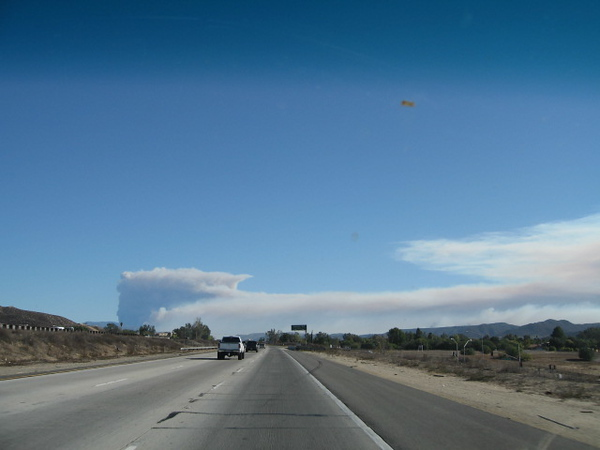 10/23/07  Rice Canyon Fire (Fallbrook) & Poomacha Fire (Palomar Mountain) in Northern San Diego County, as seen from I-15 south in Wildomar/Murrieta.