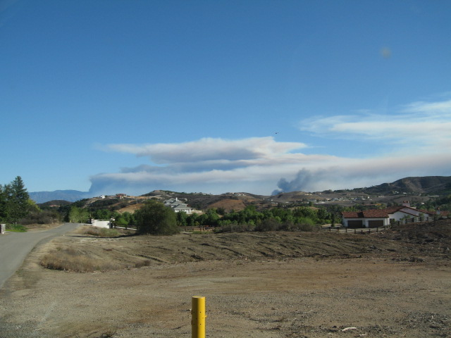 10/23/07  Rice Canyon Fire (Fallbrook) & Poomacha Fire (Palomar Mountain) in Northern San Diego County, as seen from Kyle Court in La Cresta, Murrieta (our house is the white one with gray-green roof tiles at the end of the road).