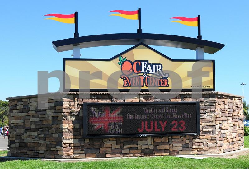 Jumpin' Jack Flash &<BR>Fab Four<P>Pacific Ampitheater<P>Costa Mesa, CA<P>July 23, 2011<P>