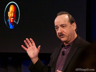 AT&T's Ralph de la Vega talks about the HTC First phone with Facebook Home.