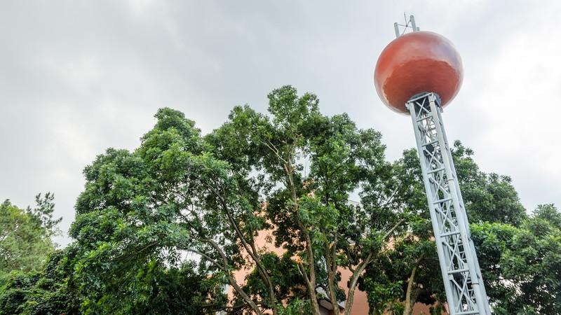 Menara Air dari Lapangan Parkir