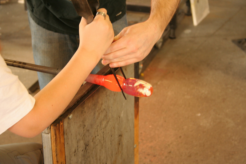 IMG_3106-kevin-vase-making: shaping with the tweezers
