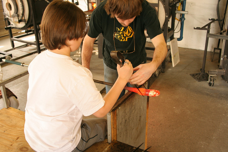 IMG_3104-kevin-vase-making: shaping with the tweezers