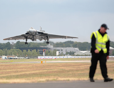 The last airworthy Avro Vulcan, on short final at Farnborough 2008.