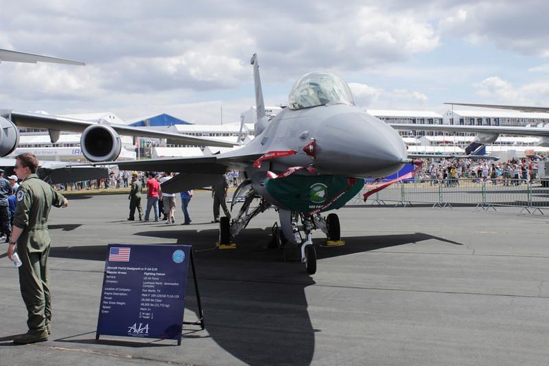 F16C/D Falcon on display Farnborough Airshow 2010