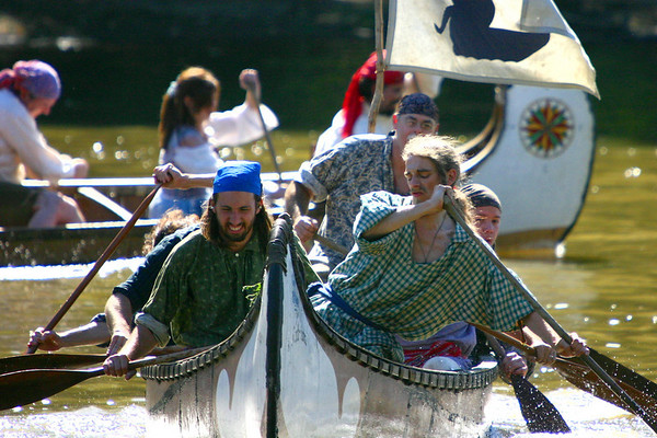 Canoe races at the Feast of the Hunter's Moon