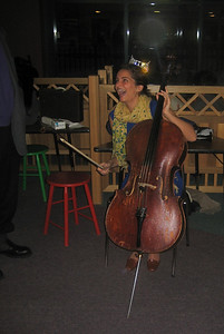 Miss Holyoke tries the cello