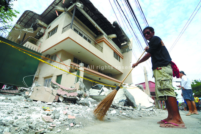 Debris from building after Cebu-Bohol earthquake