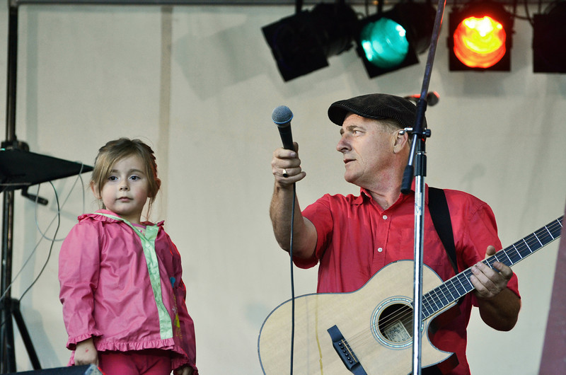103rd Cobble Hill Fair August 24-26, 2012 Emmaly sings her ABC's with Juno Award  Winning Norman Foote