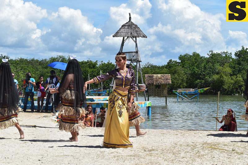 Kris Bernal portrays Reyna Bulakna