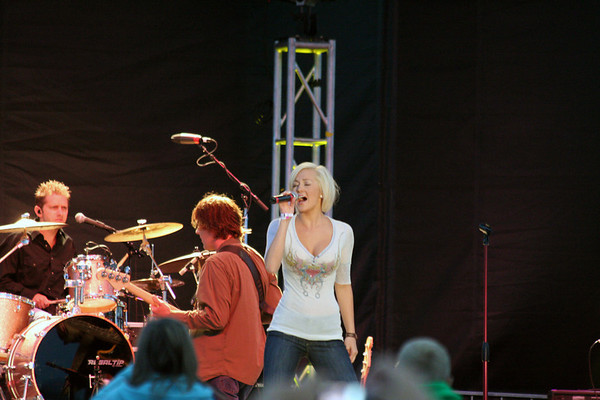 "Country Music Star and 'American Idol' Kellie Pickler in concert at the 2007 National Cherry Festival in Traverse City Michigan.  For more information about Kellie Pickler, <a href=""http://www.kelliepickler.com"" target=""_blank"">click here</a>."