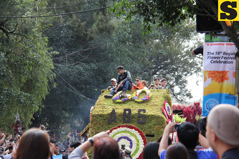 Actor Robin Padilla onboard ABS-CBN float.