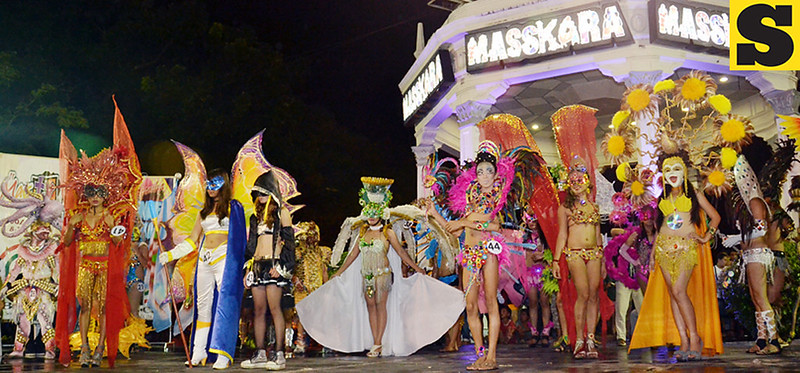 BACOLOD. The 33rd MassKara Festival expands anew as the Nights of Mardi Gras kicked off Oct. 9 at the Bacolod Public Plaza. (Daryl Jimenea)