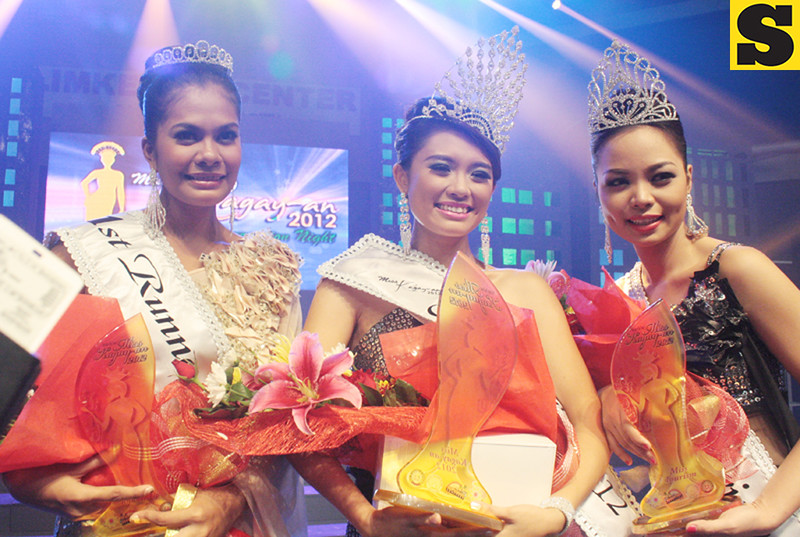 THE FAIREST OF THEM ALL. Greanne Trisha Mendoza (center) of Barangay Nazareth was crowned Ms. Kagay-an 2012 during last Sunday's coronation night at The Atrium in Limketkai Center. Joining her are Lovely Jane Estampa (right) as Ms. Tourism and Emie Lou Yamba (left) as 1st runner up. (Photo by Joey P. Nacalaban)