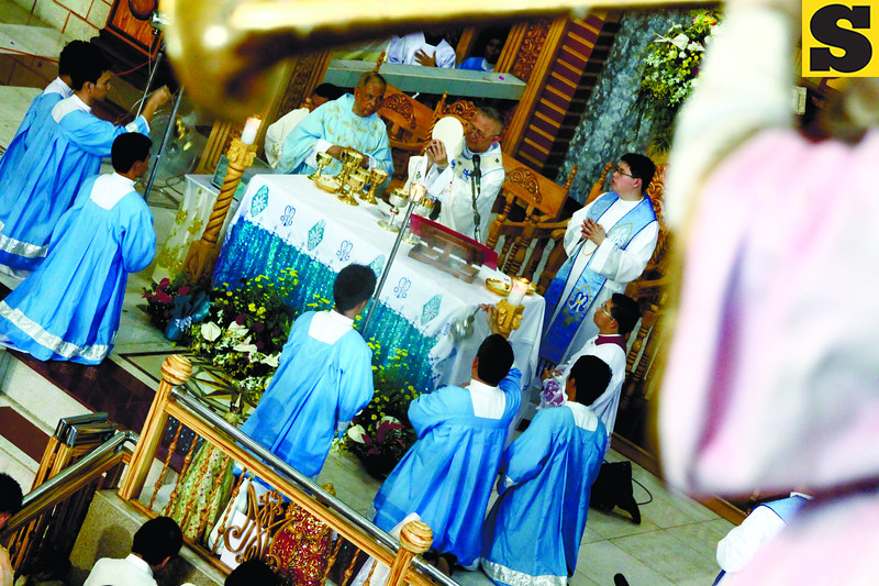 MARIAN FEAST. Cebu Archbishop Jose Palma offers mass at a monastery in Barangay Simala, Sibonga, Cebu in celebration of Virgin Mary's birthday. (Photo by Alex Badayos of Sun.Star Cebu)