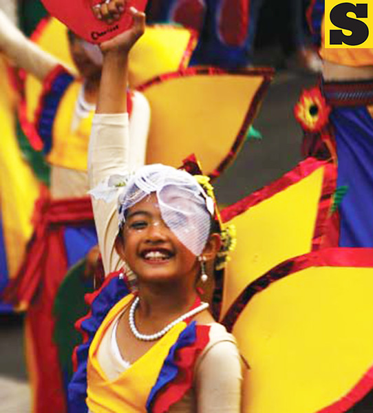 BAGUIO. This participant is all smiles during the opening parade of the 19th annual Panagbenga. These students who don't mind the long hours of practice make the festival even more noteworthy. (Larry Fabian)