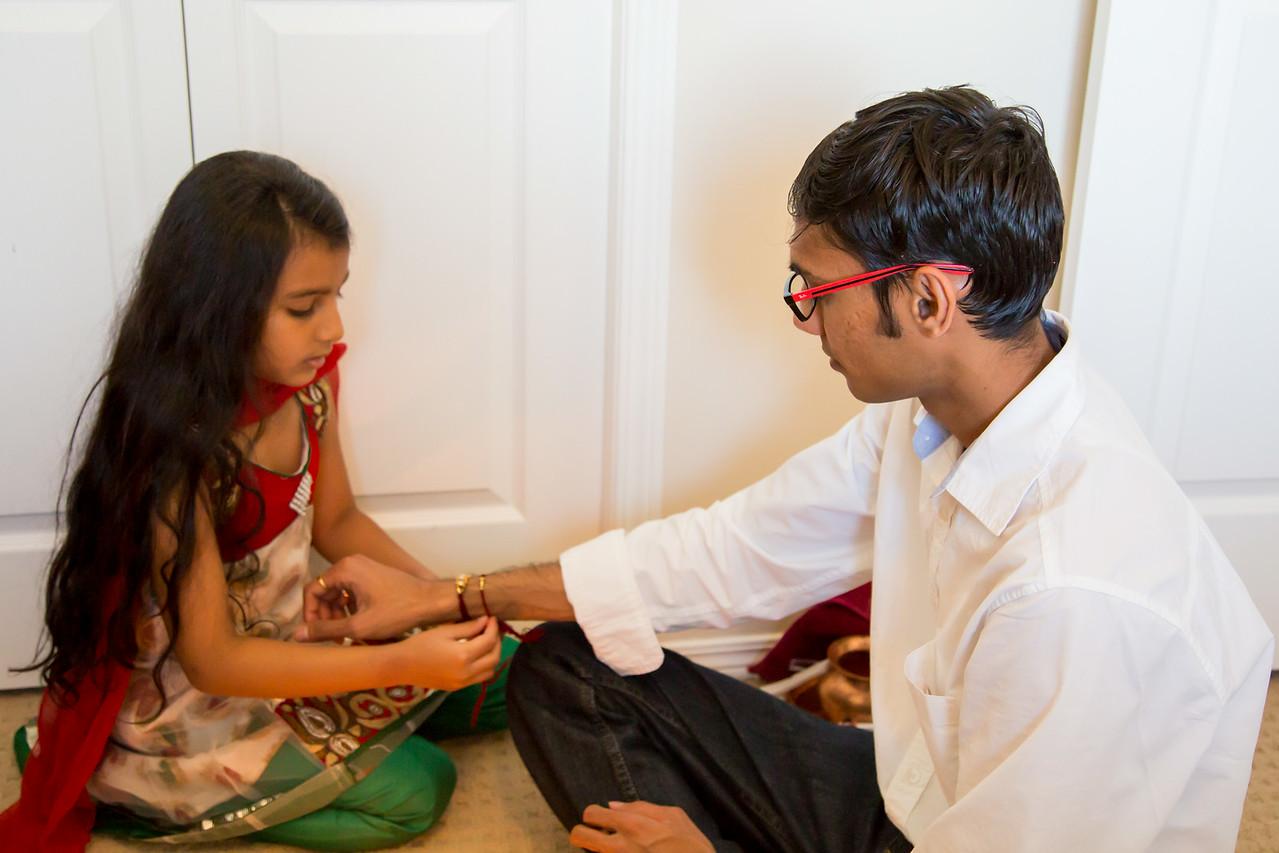 Sakshi Tying Kavita's Rakhi to Maulik