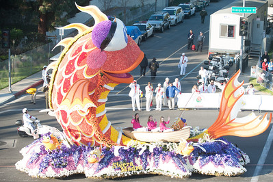 Sierra Madre Rose Float Assn - 10,000 roses, 35,000 carnations, and 6,000 irises