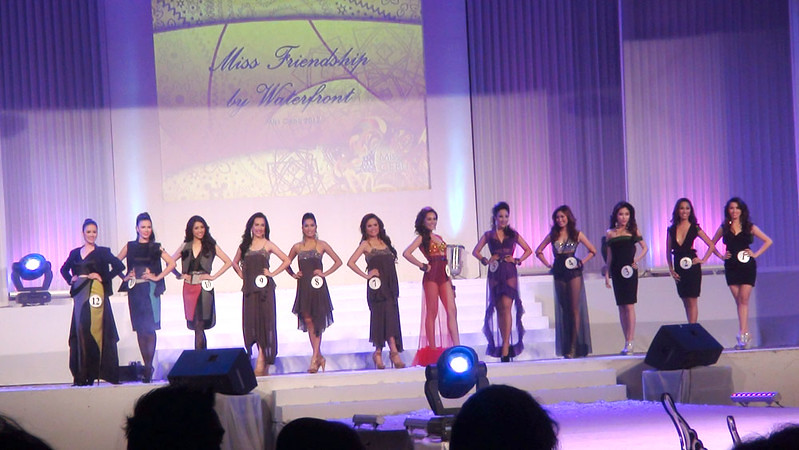 Ms Cebu 2012 candidates in their swim wear. (Sunnex photo)
